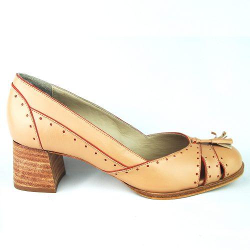 Sapato Marta caramelo claro feito à mão.