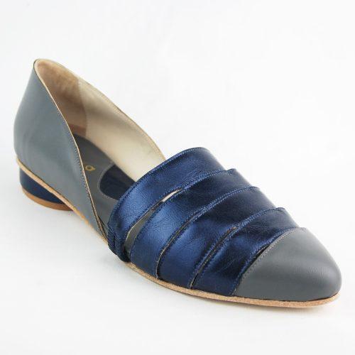 Sapato Erva-Mate azul feito à mão.
